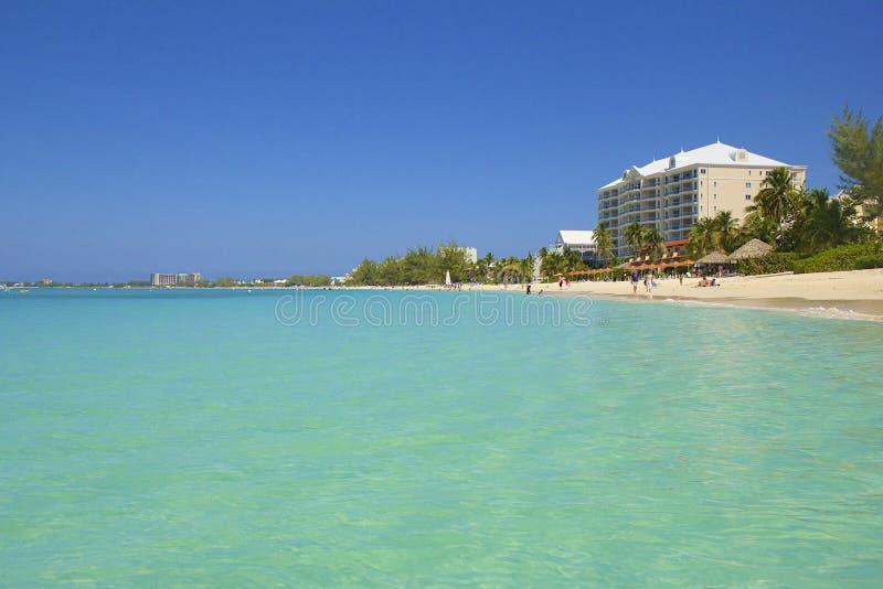 Una spiaggia da sette miglia in Grand Cayman, caraibico immagine stock