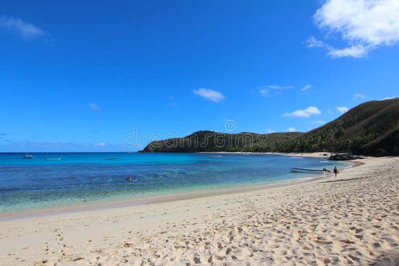 Una spiaggia di sabbia bianca in un'isola tropicale, Figi fotografia stock libera da diritti