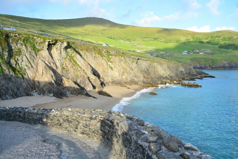 Una spiaggia in Irlanda fotografie stock