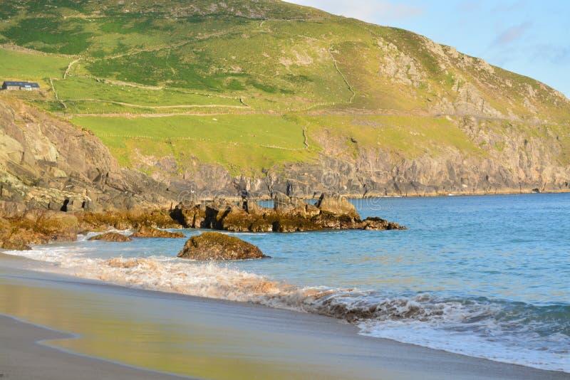 Una spiaggia in Irlanda immagine stock