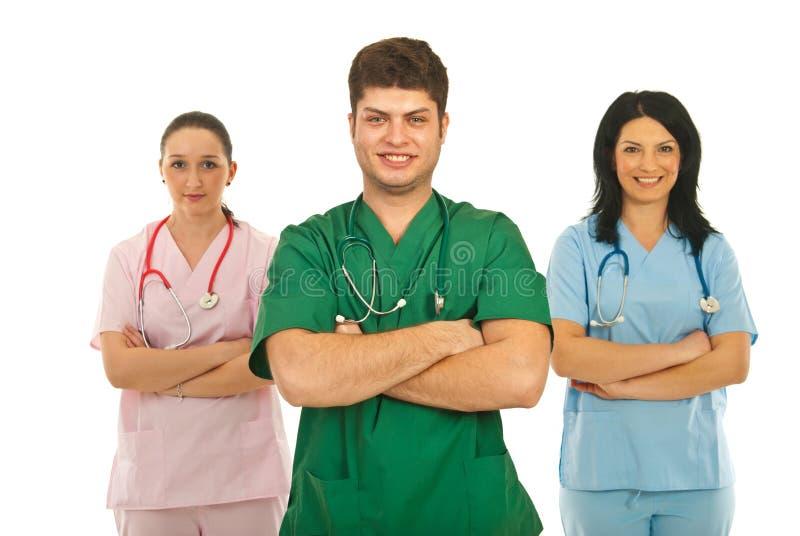 Una squadra allegra di tre medici fotografia stock