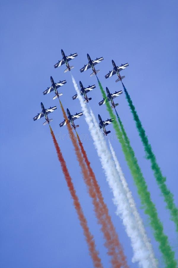 Una squadra di nove velivoli aerobatic immagine stock