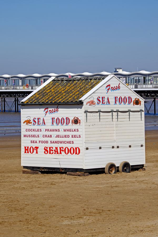 Una stalla che vende i frutti di mare freschi immagine stock