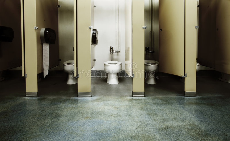 Una stalla di stanza da bagno pulita fotografia stock libera da diritti