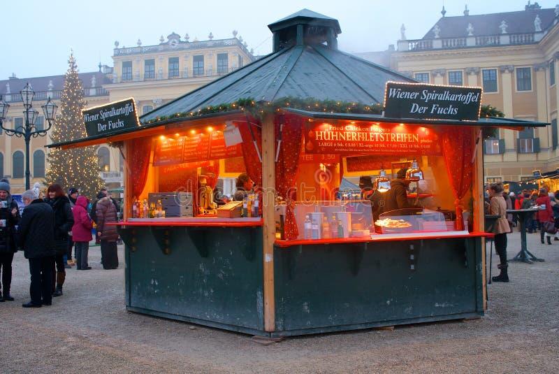 Una stalla tipica nel Natale commercializza Vienna, Austria fotografie stock libere da diritti