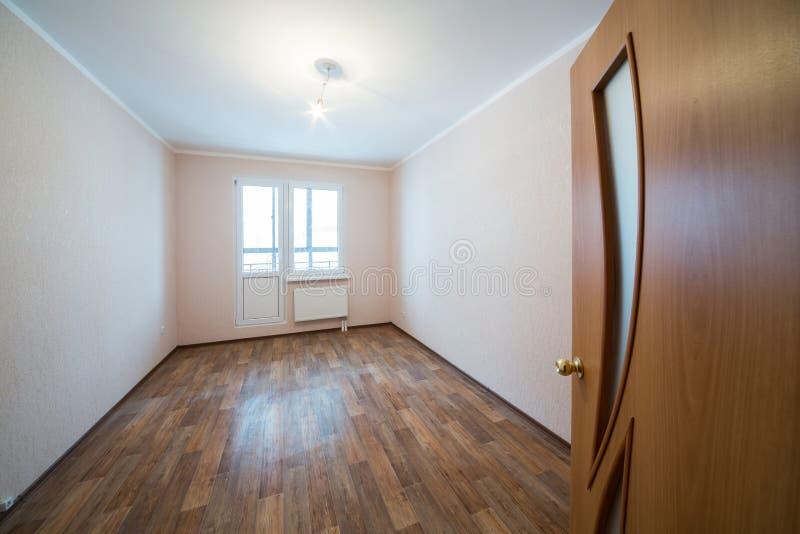 Una stanza non ammobiliata vuota fotografie stock
