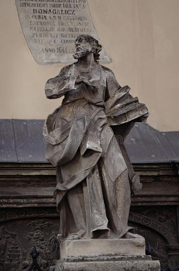 Una statua antica a Leopoli, Ucraina immagini stock libere da diritti