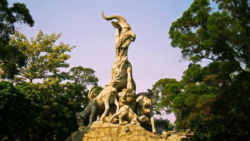 Una statua di cinque capre nella città Cina di Canton fotografie stock libere da diritti