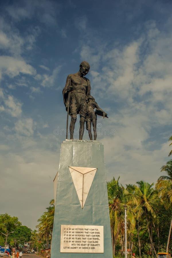 Una statua di Mahatma Gandhi fotografie stock