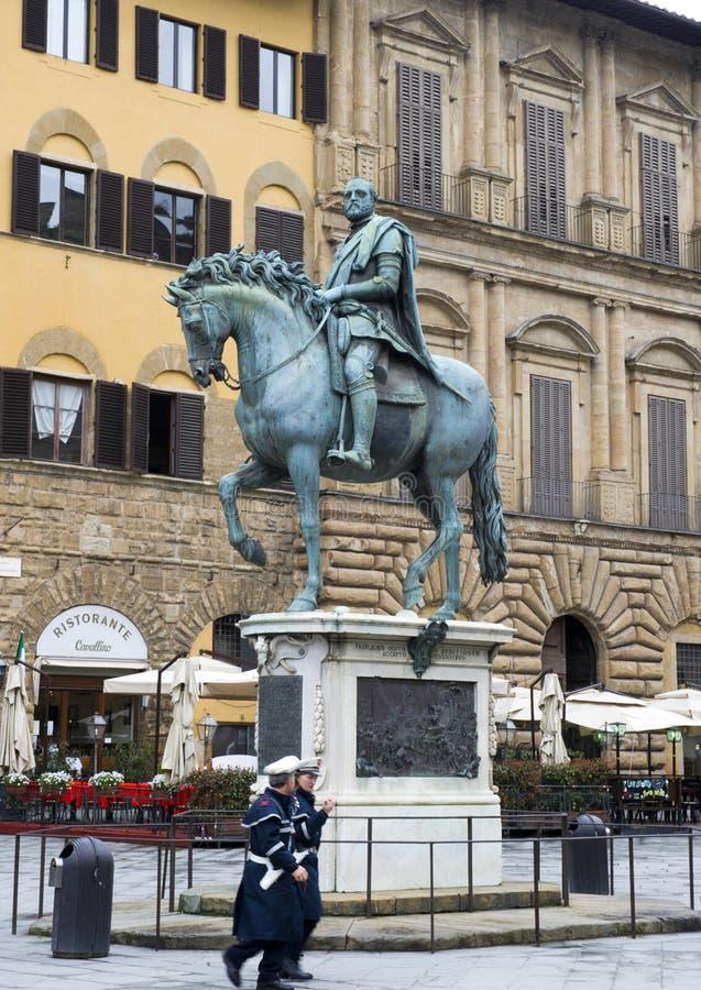 Una statua equestre che onora il primo granduca della Toscana, Cosimo I de ` Medici fotografie stock libere da diritti