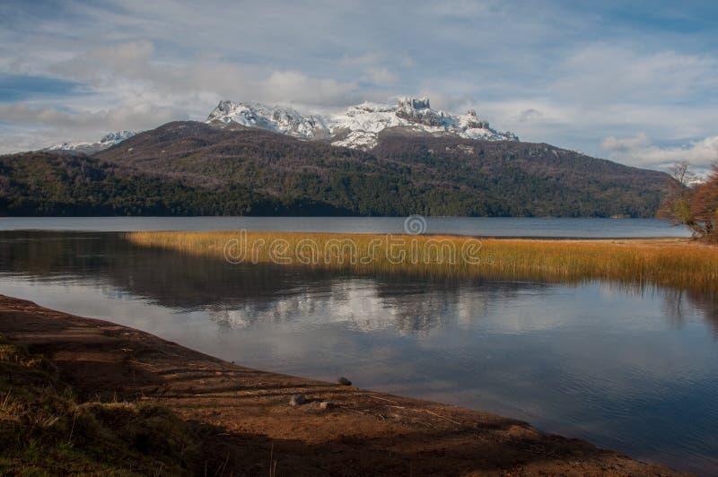 Una strada di sette laghi in angostura della La della villa, Argentina fotografia stock libera da diritti