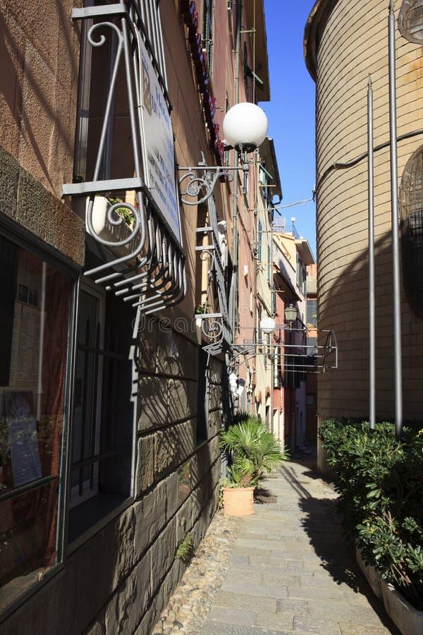 Una strada tipica a Sestri Levante, Genova, Liguria, Italia, Europa immagini stock