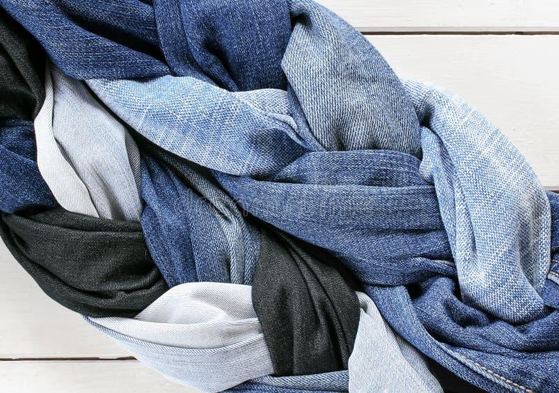 Una struttura alla moda del ` alla moda s della treccia due e delle intrecciature ha merlettato il g blu immagine stock