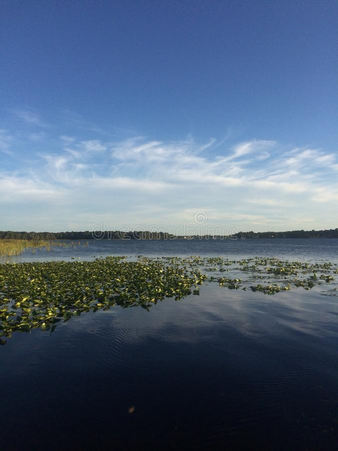 Una tarde tranquila en el lago imagen de archivo