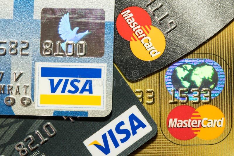 Una tarjeta de crédito ascendente más cercana imágenes de archivo libres de regalías
