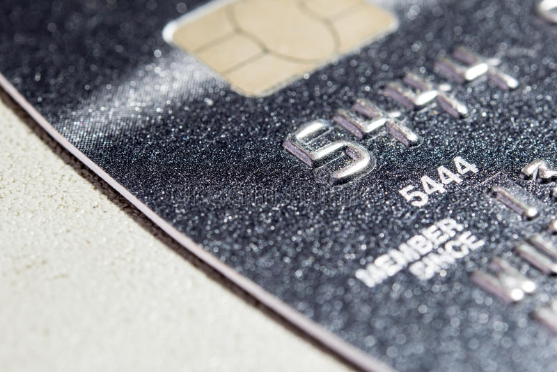 Una tarjeta de crédito ascendente más cercana foto de archivo
