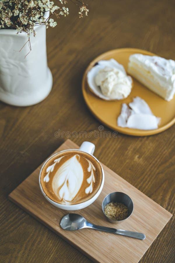 Una taza de arte del latte del café foto de archivo libre de regalías