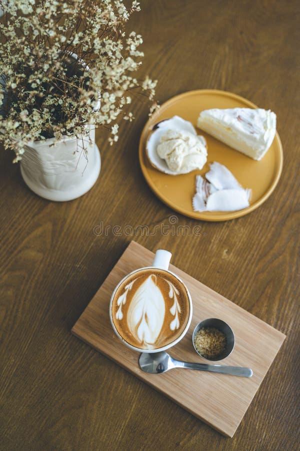 Una taza de arte del latte del café fotos de archivo libres de regalías