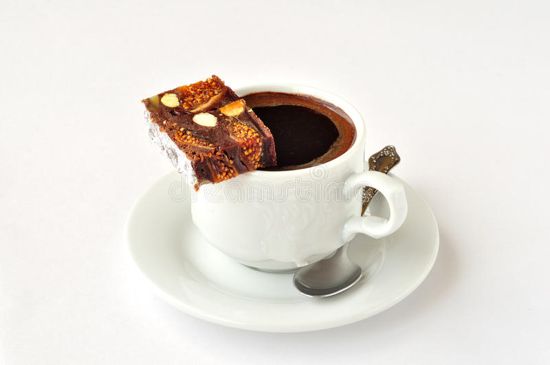 Una taza de café con Panforte imagenes de archivo