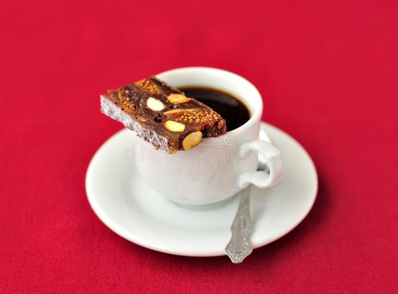 Una taza de café con Panforte fotos de archivo libres de regalías