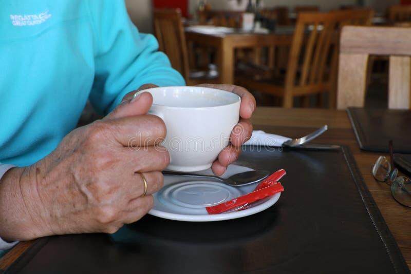 Una taza de café de restauración fotografía de archivo libre de regalías