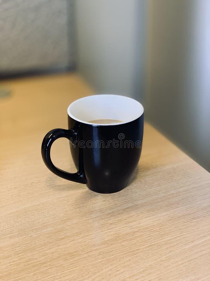 Una tazza di caffè lunedì mattina immagine stock