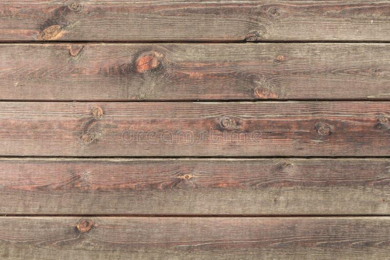 Una textura horizontal hermosa de maderas marrones viejas con los nudos y de la resina pintada con la impregnación para la madera fotos de archivo libres de regalías