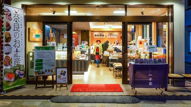 Una tienda dulce japonesa en Sanjo Dori en Nara imágenes de archivo libres de regalías