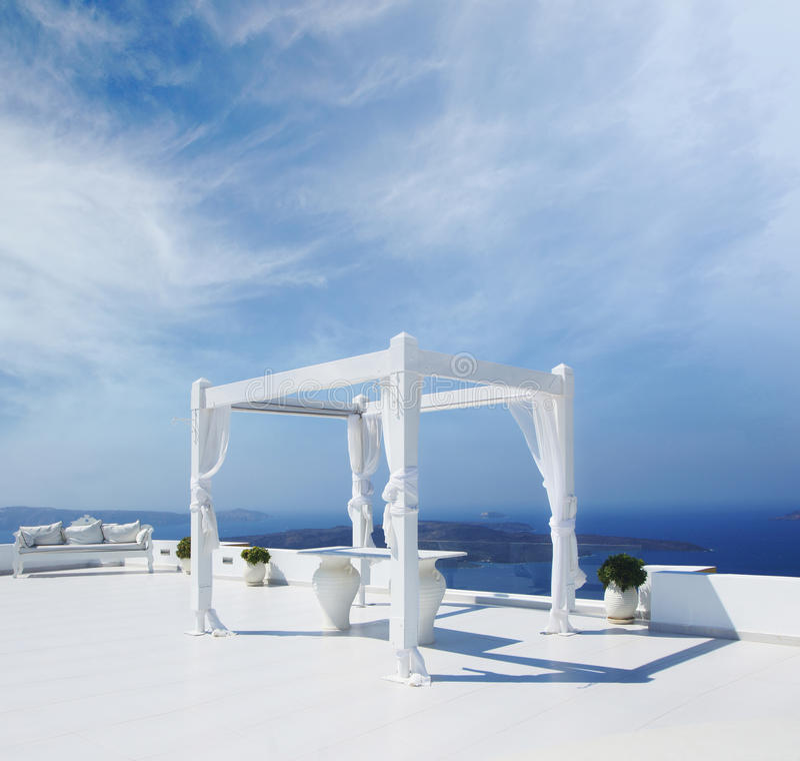Una tienda hermosa de la boda en la isla de Santorini imagen de archivo libre de regalías
