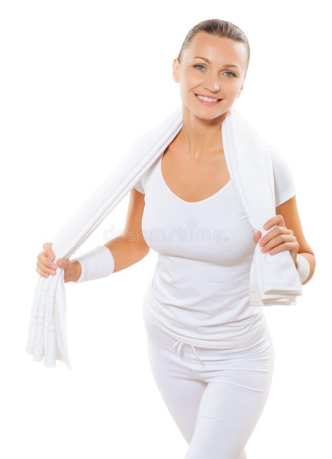 Una toalla y una sonrisa blancas del algodón del holdin de las mujeres de los deportes aisladas encendido fotografía de archivo