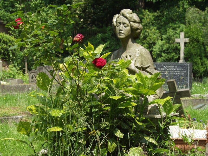 Una tomba nel cimitero di Londra Highgate immagine stock libera da diritti