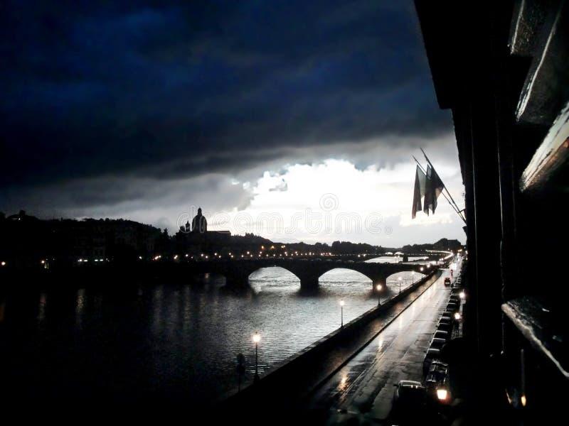 Una tormenta pesada en Florencia - Italia fotos de archivo libres de regalías
