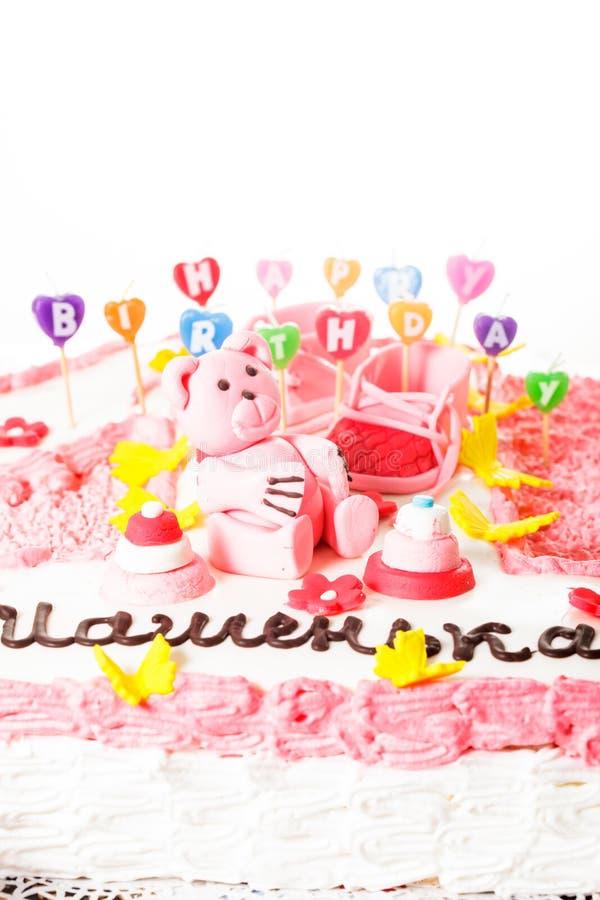 Una torta de cumpleaños rosada foto de archivo