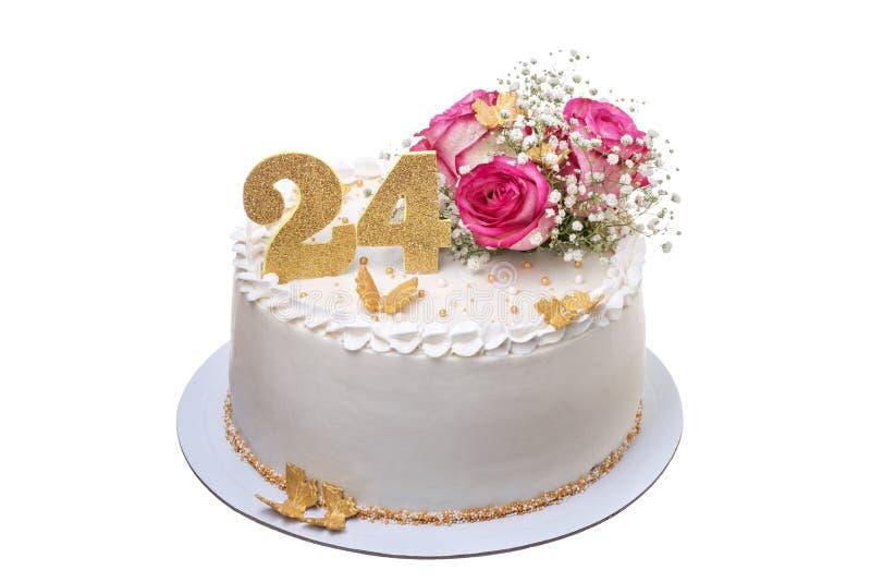 Una torta di compleanno cremosa deliziosa e festiva con i fiori immagini stock libere da diritti