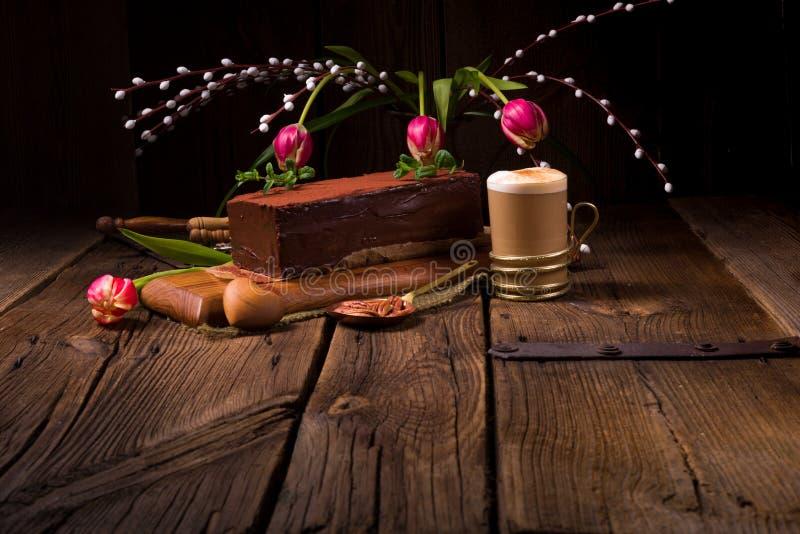 Una torta sabrosa del capuchino del chocolate fotos de archivo libres de regalías