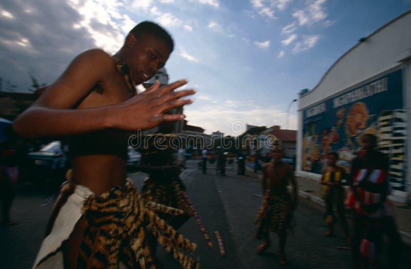 Una tribu étnica que se realiza en Johannesburg foto de archivo libre de regalías