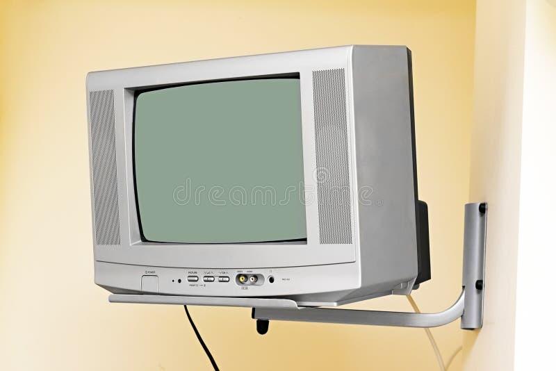 Una TV vieja en la pared imagen de archivo