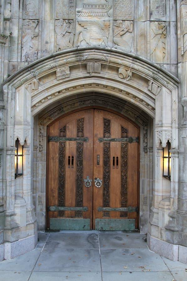 Una UNIVERSIDAD DE YALE de la entrada de la puerta imagen de archivo