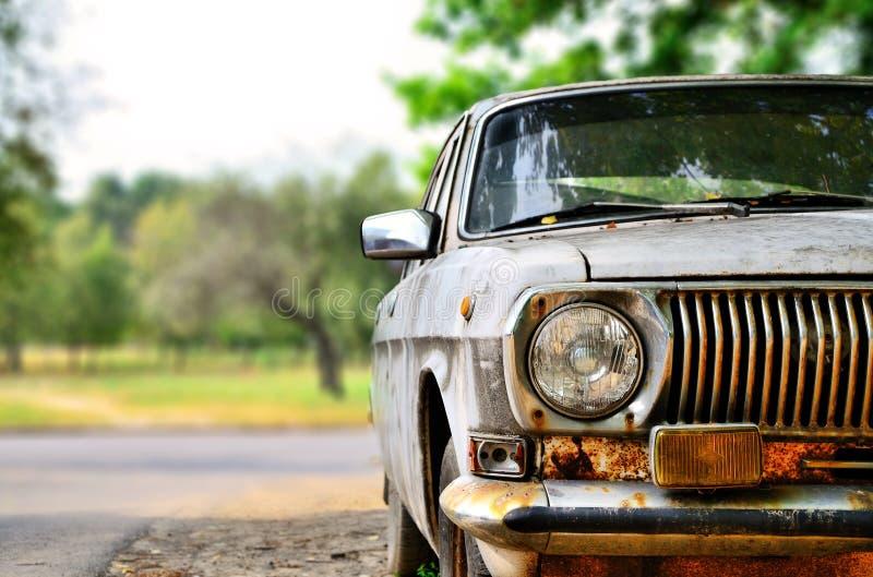 Una vecchia automobile sovietica fotografie stock
