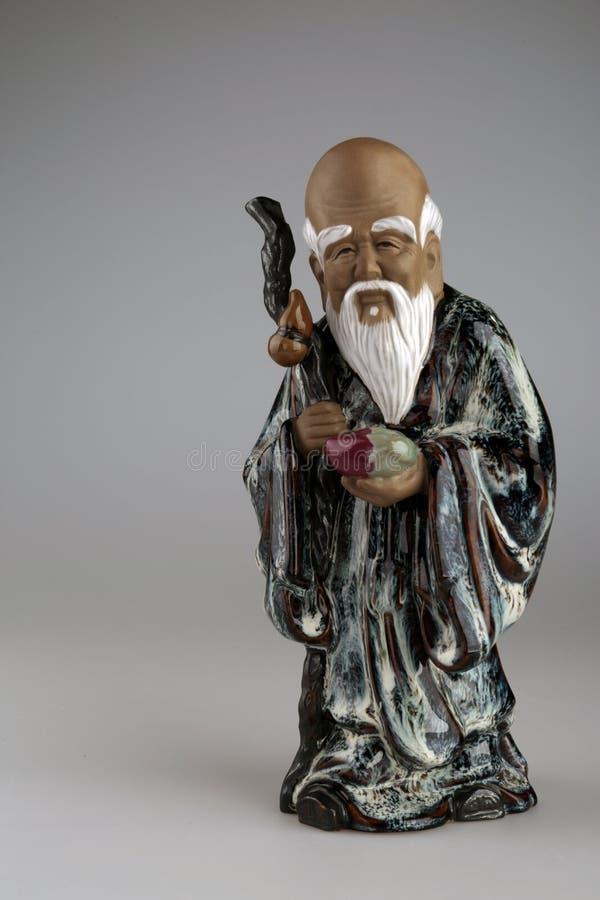 Una vecchia bella statua che descrive un cinese saggio immagine stock