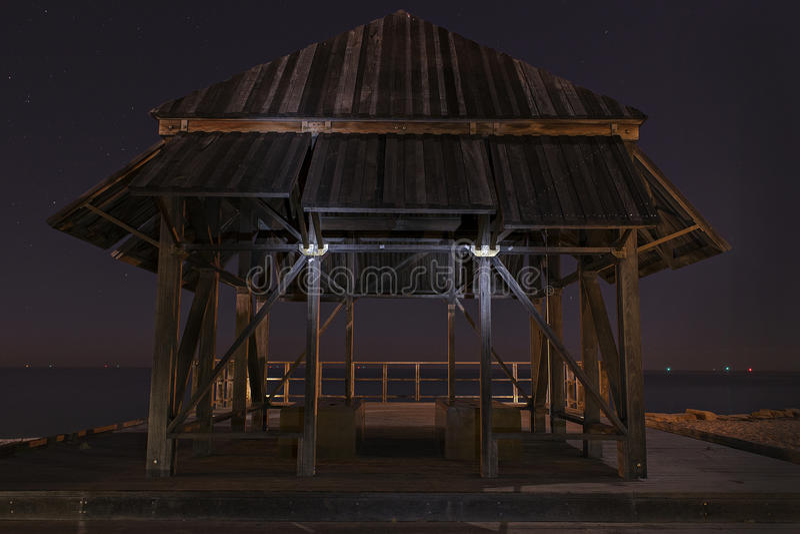 Una vecchia capanna dal mare immagine stock