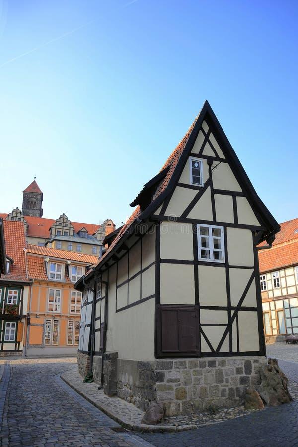 Una vecchia casa a graticcio in Quedlinburg fotografia stock