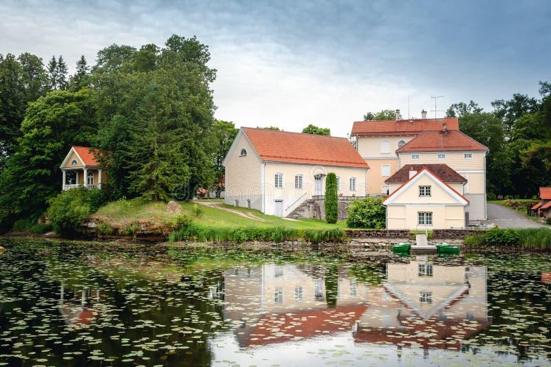 Una vecchia casa padronale Vihula in Estonia, parco di Lahemaa La bella Unione Sovietica immagine stock libera da diritti