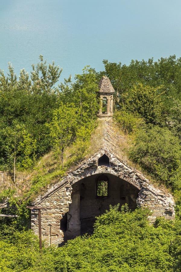 Una vecchia chiesa abbandonata immagine stock libera da diritti