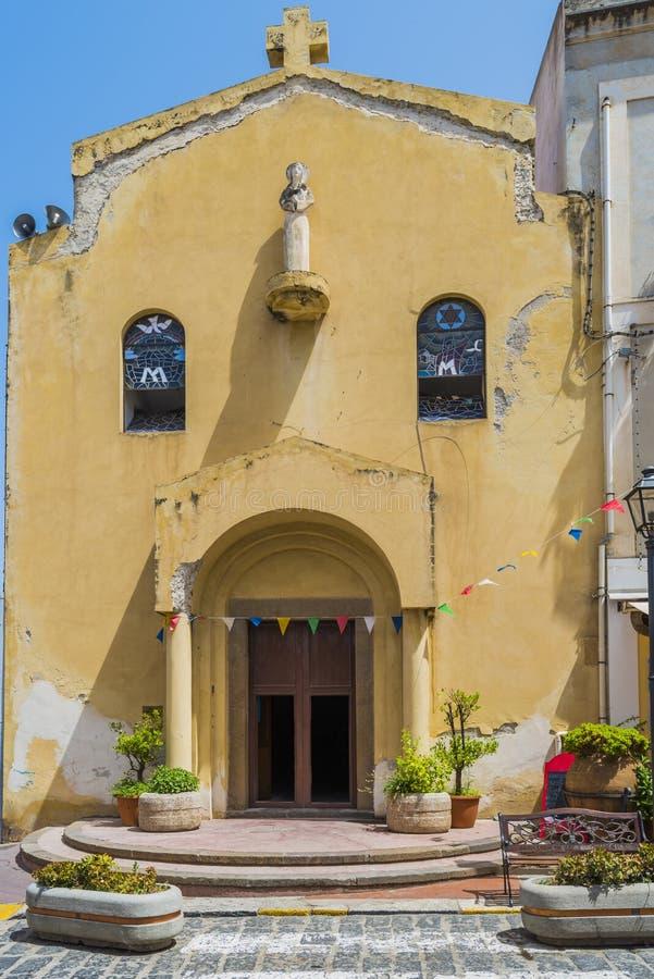 Una vecchia chiesa nella città di Lipari sull'isola di Lipari immagini stock libere da diritti