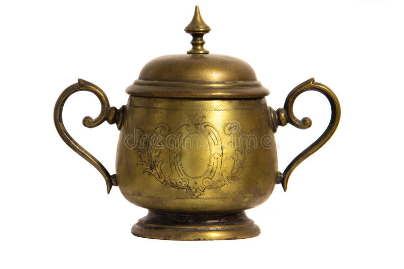 Una vecchia ciotola di zucchero del metallo del bronzo o dell'ottone con un coperchio e un ornamento fotografia stock