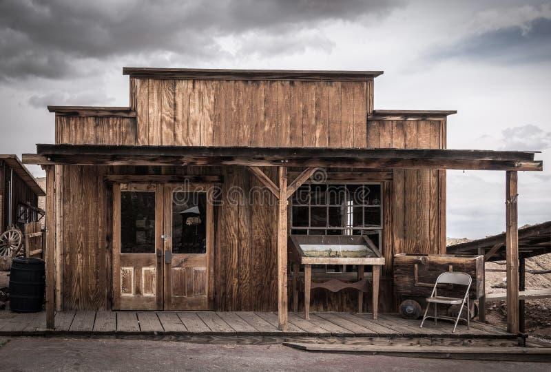 Una vecchia costruzione occidentale americana di legno di stile fotografie stock