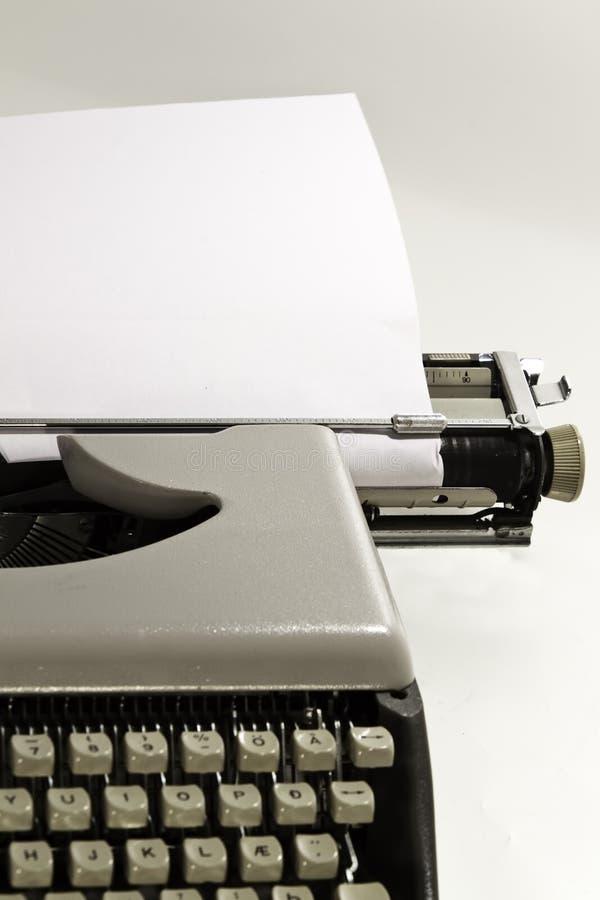 Una vecchia macchina da scrivere immagine stock