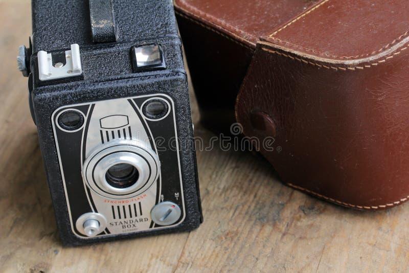 Una vecchia macchina fotografica di scatola fotografia stock