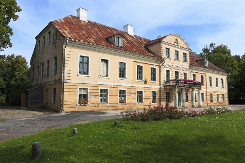 Una vecchia proprietà terriera in Estonia vicino a Paatsalu immagine stock